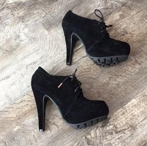 Dollhouse Emotion Black Faux Suede Booties